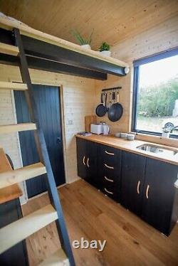 Tiny House on Wheels / Fully Bespoke On/Off-Grid / Eco / 5.5m x 2.5m x 4m